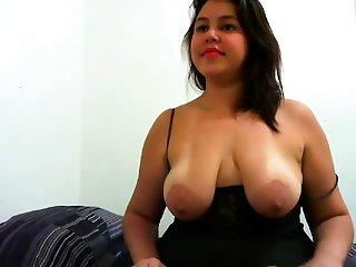 Big Boobs Nipples Flash on her Webcam stream