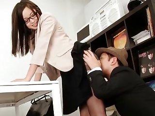 Shy Japanese babe Shiraishi Yuu with glasses gives a handjob