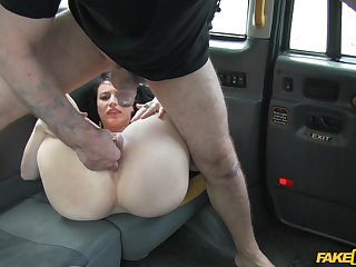 Back seat fun with MILf's soaked little pussy