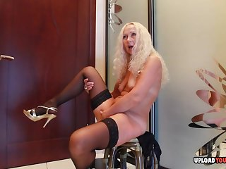 Do you want to penetrate this blond hair babe mom?