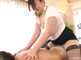 Busty Japanese mature Mochida Yukari enjoys giving a handjob