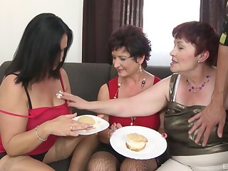 Amateur group sex between one handsome man and 3 mature sluts