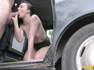 Cock Hungry Customer Gets Free Ride